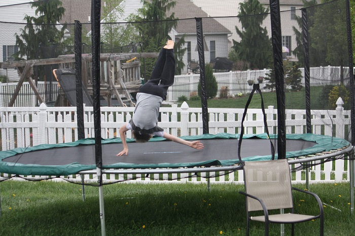 Fitness trampolína a strečink na ní